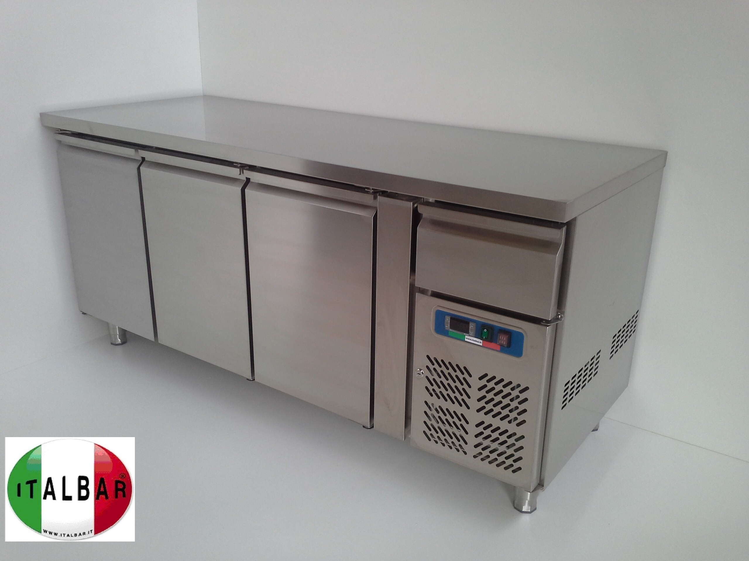 Banconi frigo banchi bar banconi bar produttori di for Bancone bar prezzi